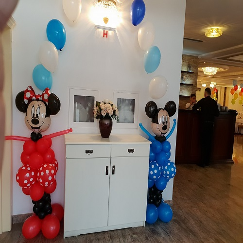Mickey & Minnie decor candy bar